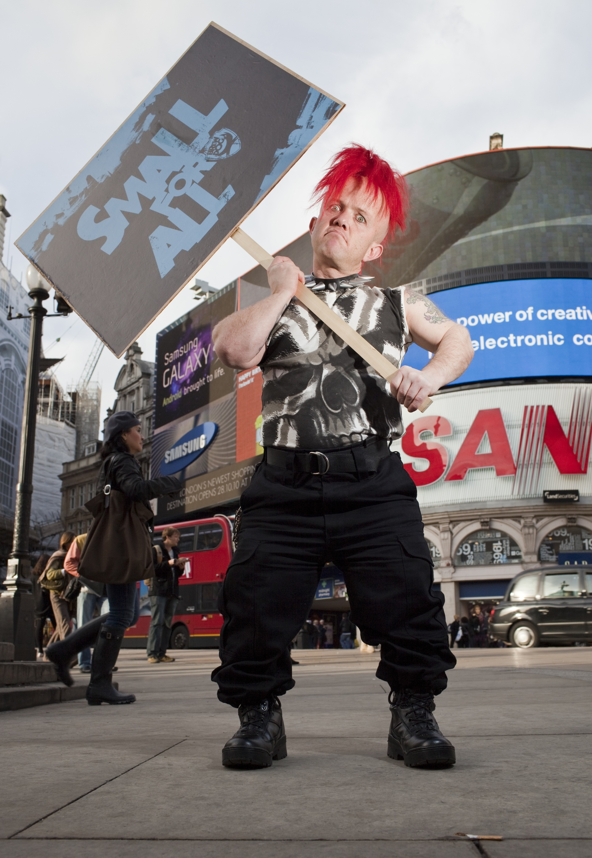 IMAGE: Dwarf protest hits Piccadilly Circus