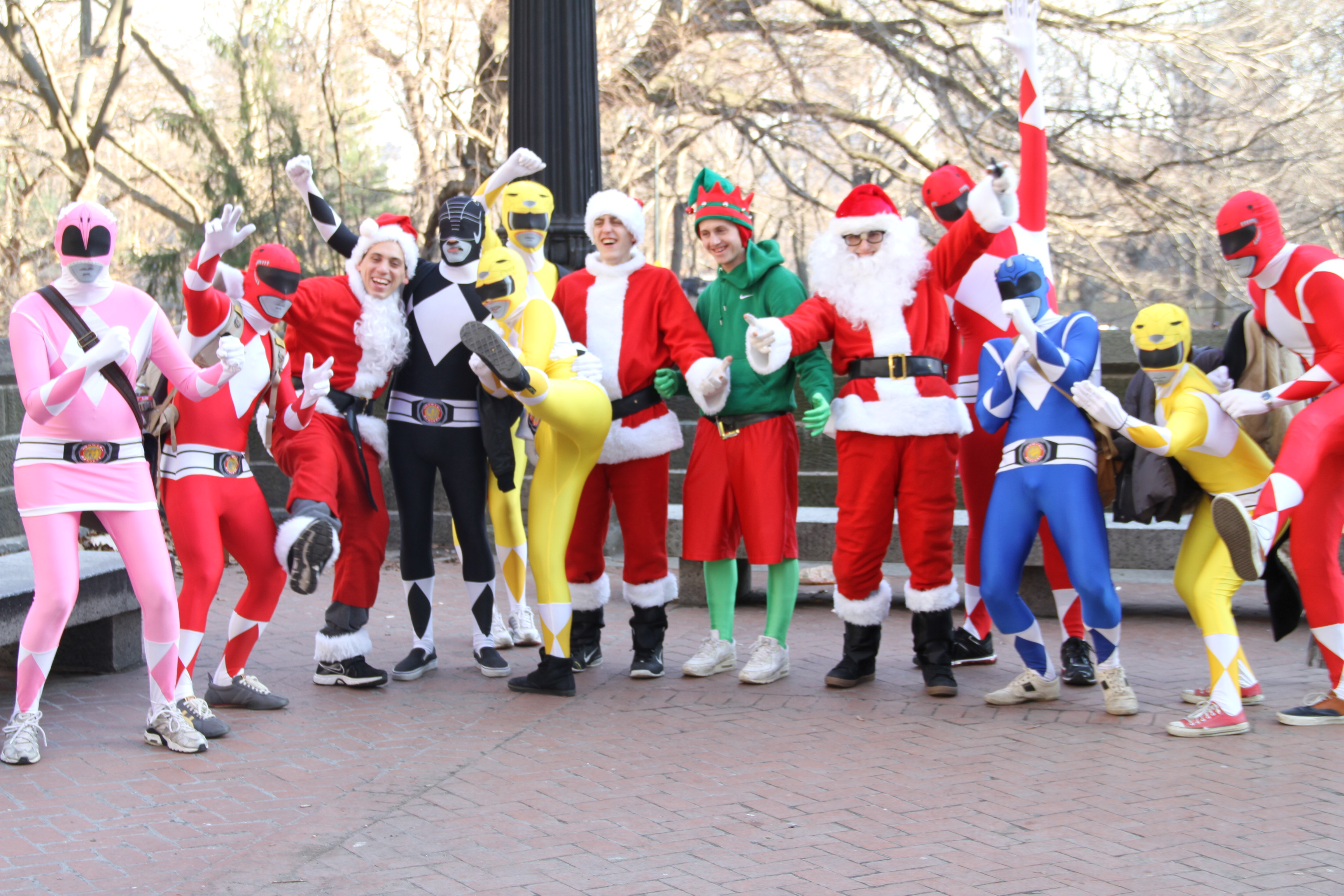 Power Rangers Christmas Tree.Power Rangers Save The Elves With Worldwide Santacon Ambush