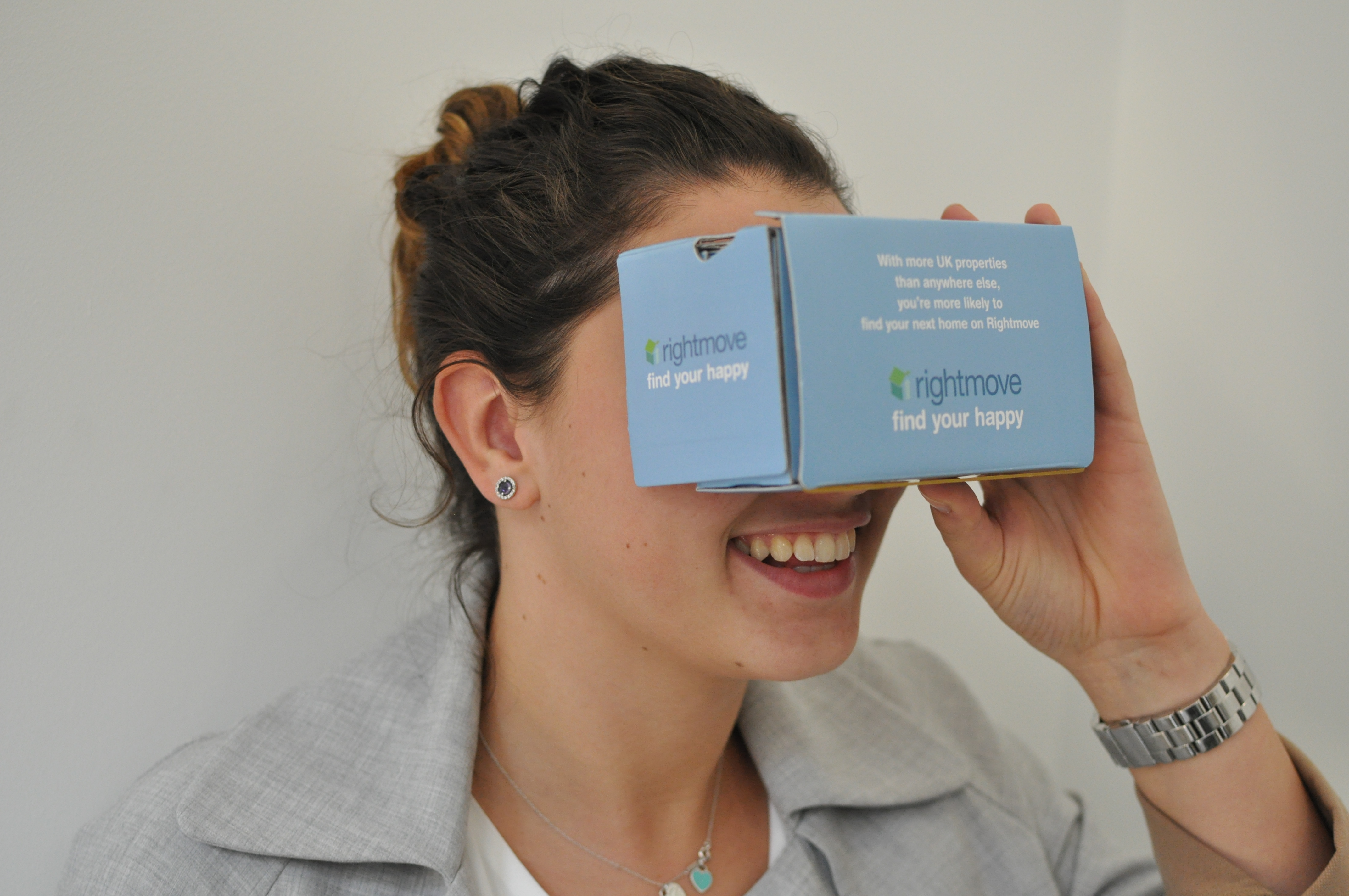 Rightmove has partnered with North London estate agent Martyn Gerrard to test a viewing platform that lets you virtually explore properties without having to leave your sofa.